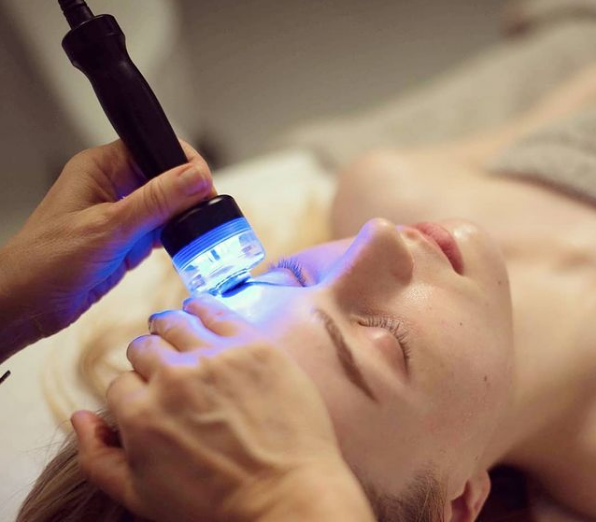 Potential risks and side effects of blue light therapy